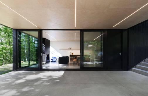 Contemporary-Triangular-Cabin-in-Canada7-900x586