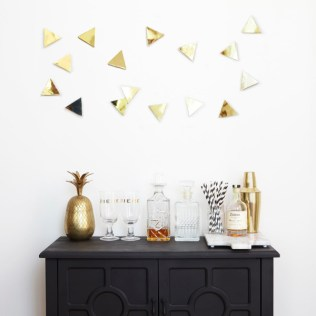 UMBRA-5-CONFETTI_TRIANGLES_16_PCS_BRASS_02-600x600