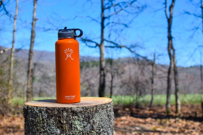 stay-hydrated-while-hiking-water-bottles-1