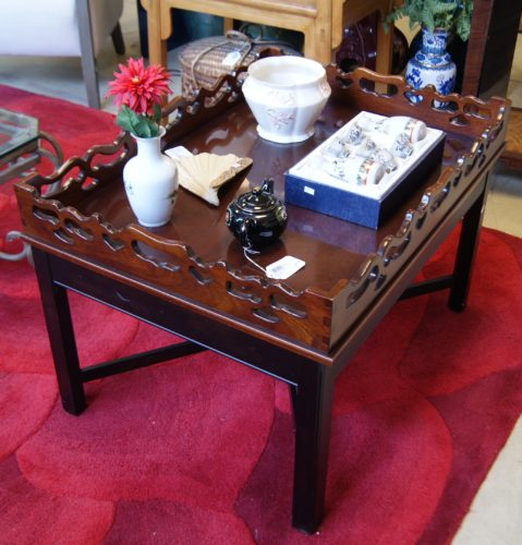 Ethan Allen Butler Tray Coffee Table: Scalloped Carved Tray Coffee Table
