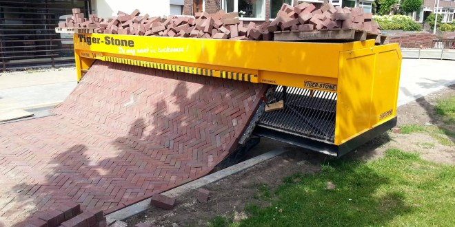 This Brick Laying Machine is Insanely Cool