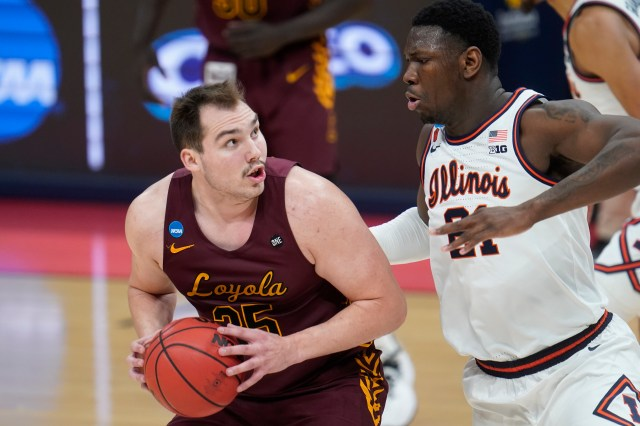 Loyola Ramblers basketball star Cam Krutwig's brother, Conrad, joins John  Williams to talk about the family's love for sports.