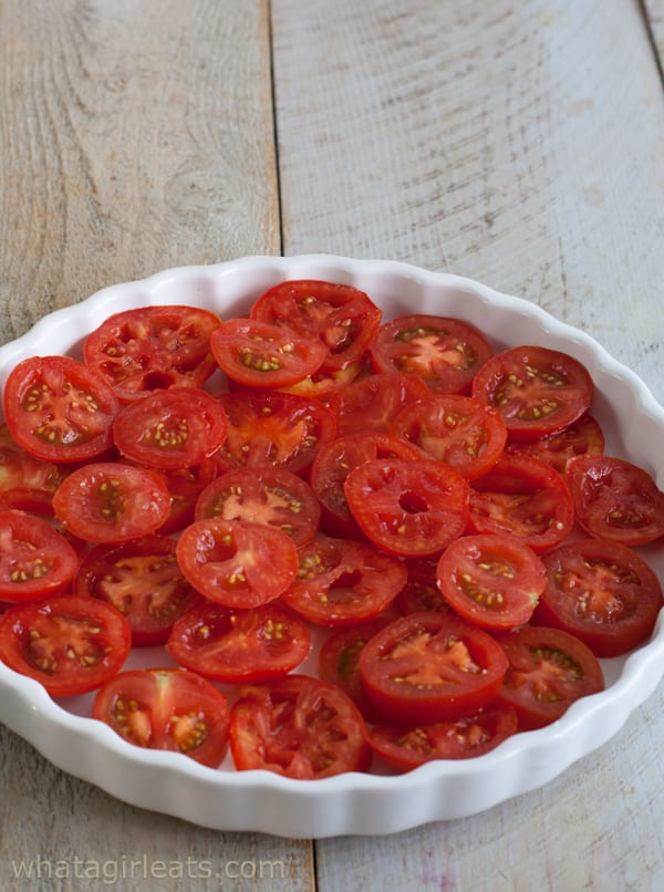 Gluten-free Tomato Cheese Tart with Fresh Thyme. Layer the tomatoes in ...