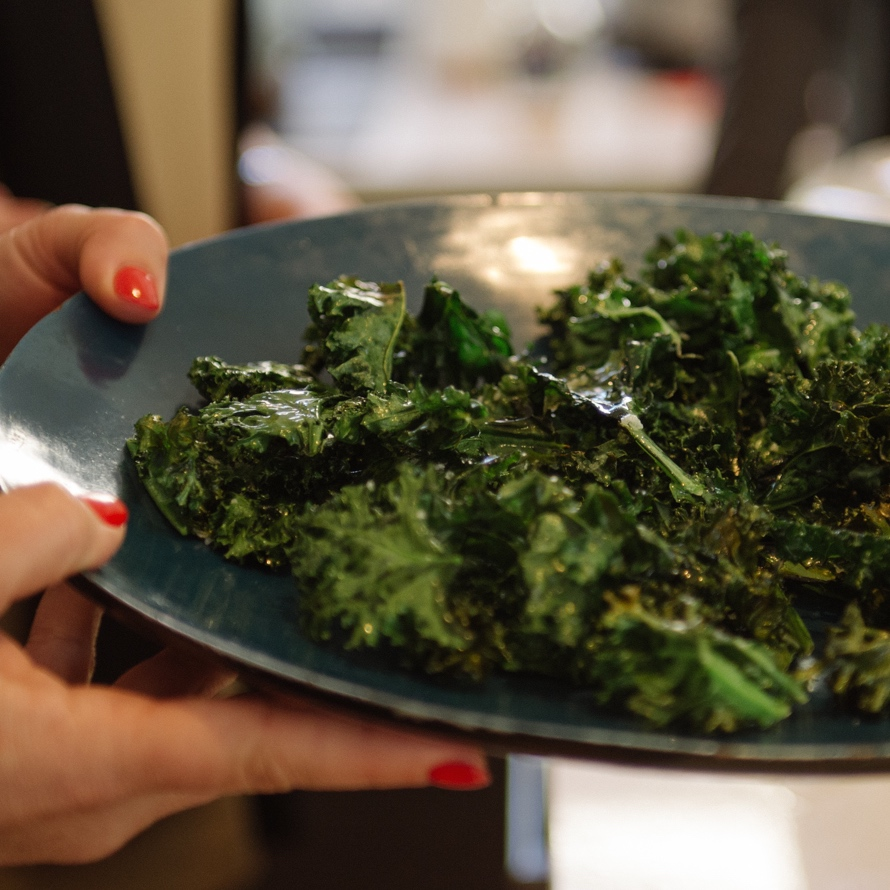 kale chips - oven baked & dehydrated - What Annabel Cooks
