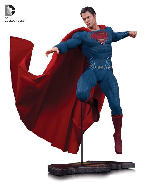 BvS_DoJ_Superman_Statue_559b644e67c8d2.01878220