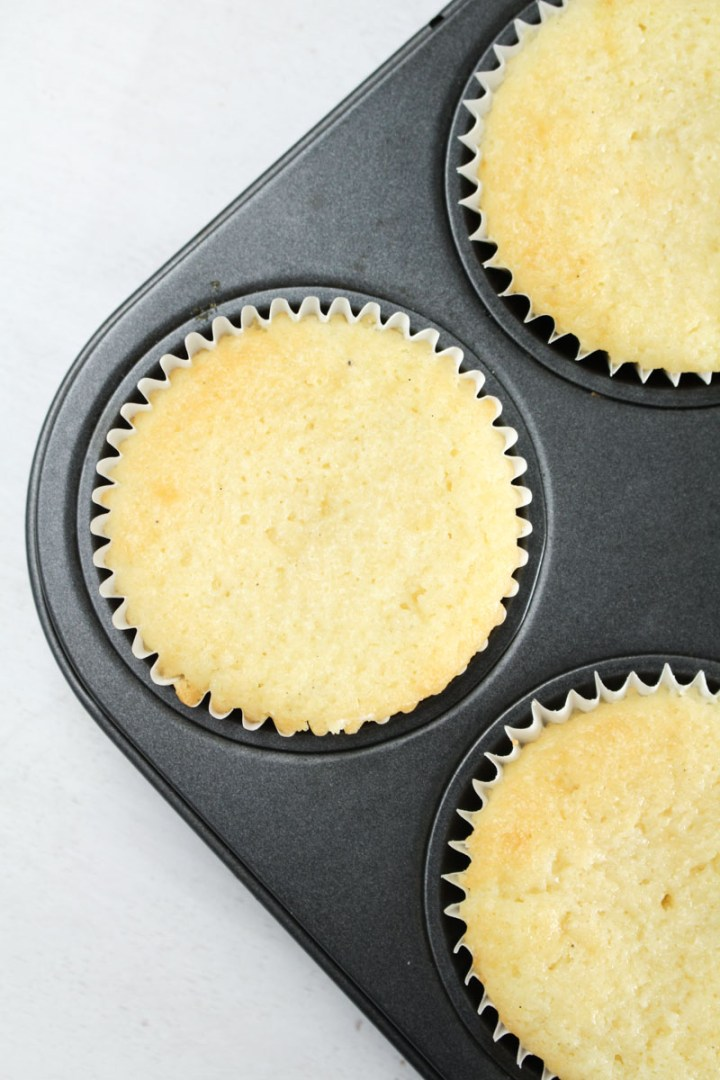 White Vanilla Cupcakes | What Charlotte Baked