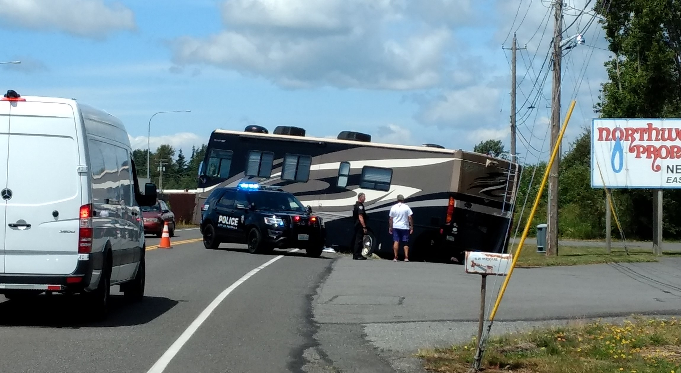 Motorhome blocking a lane on Barrett Road after becoming high-centered (June 20, 2019). Photo: My Ferndale News