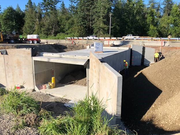 Replacement fish passage culvert for California Creek being installed under northbound I-5 (July 16, 2020). Photo courtesy WSDOT