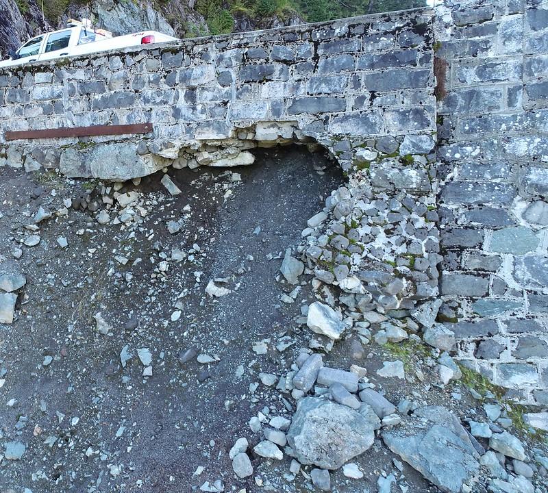 Retaining wall on road at Artist Point (September 29, 2020). Photo: WSDOT via Flickr