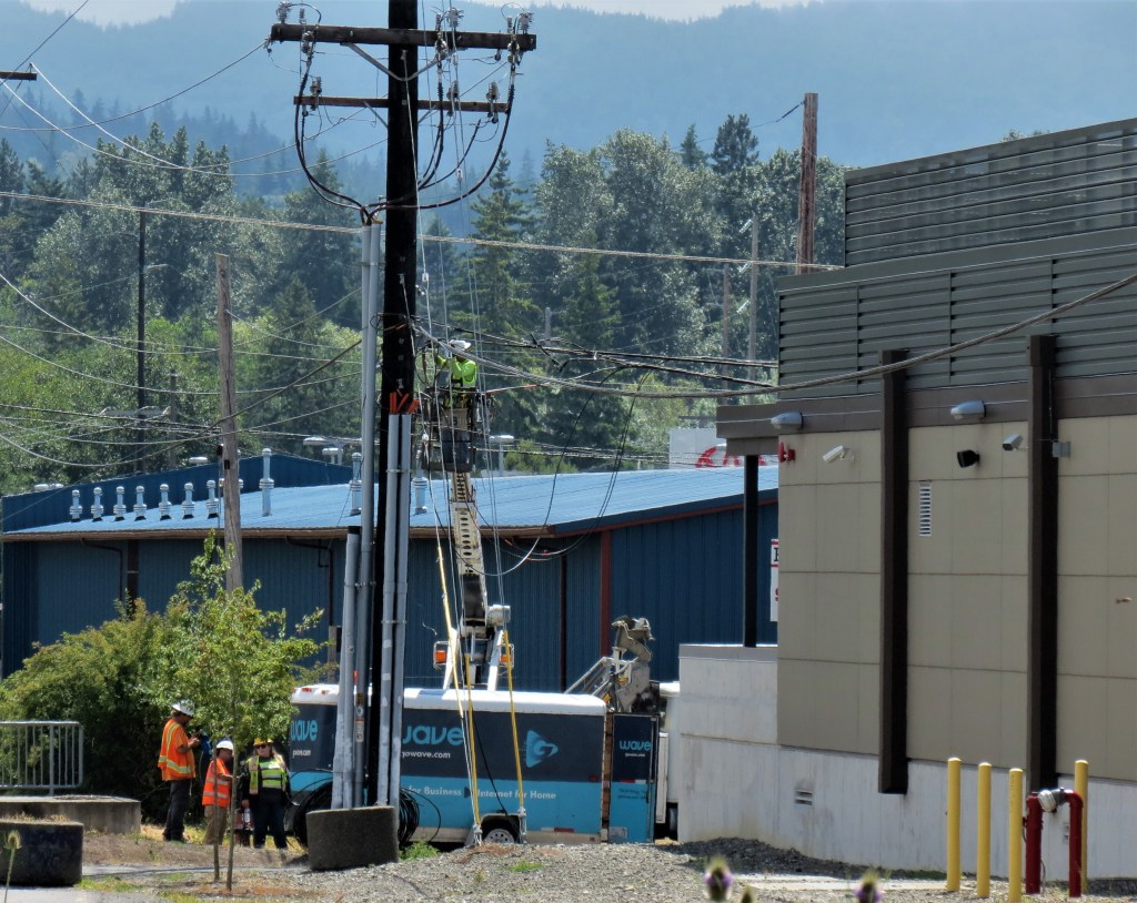 A Wave Broadband crew could be seen repairing fiber lines in Bellingham after they were damaged by a truck (July 15, 2021). Photo: Whatcom News