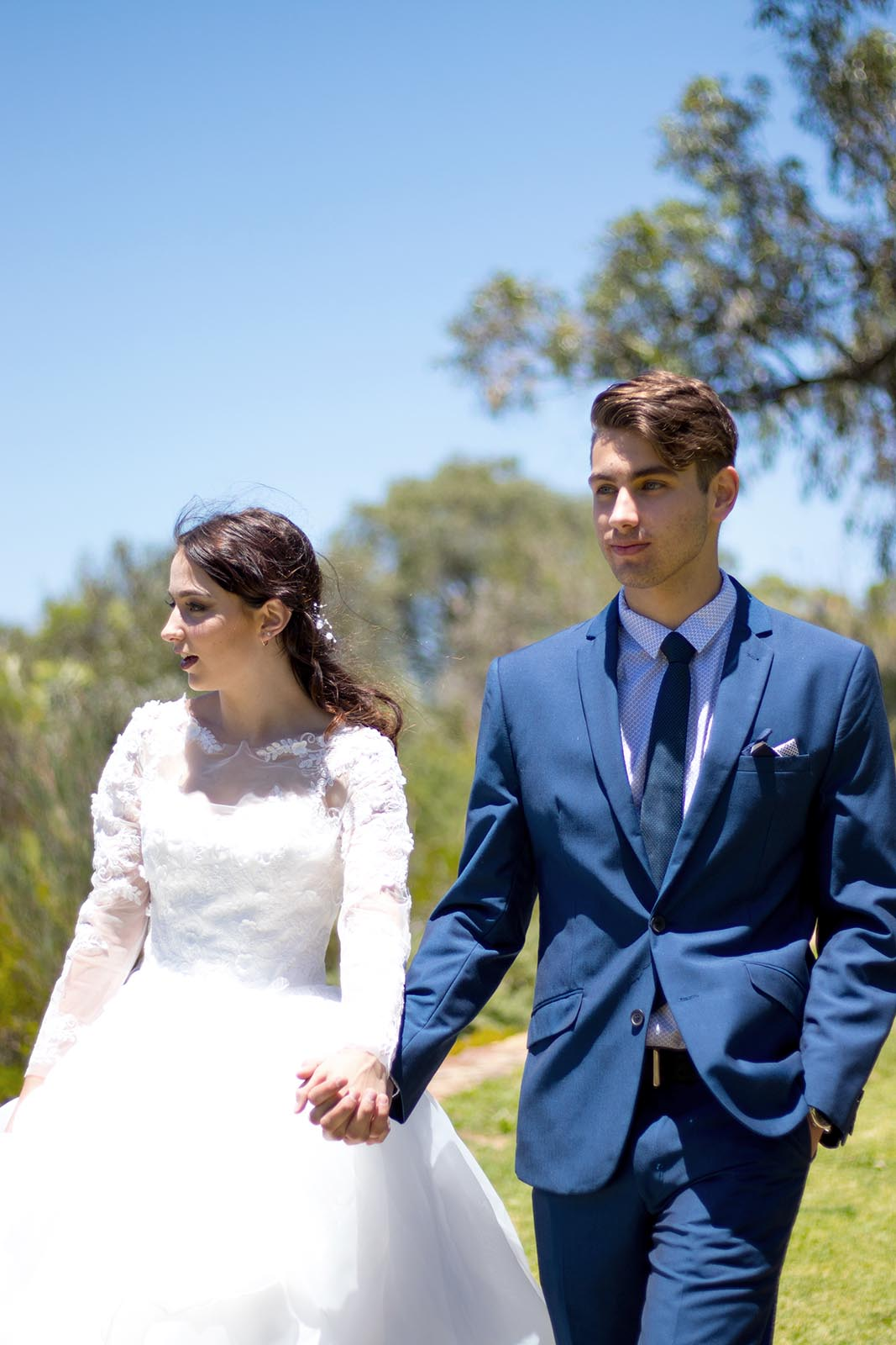 bride-and-groom-go-for-a-walk-in-the-park