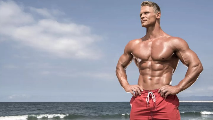 How to Get a Beach Body for Guys (With Pictures)
