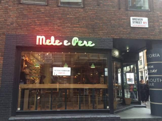 The outside of Mele e Pere