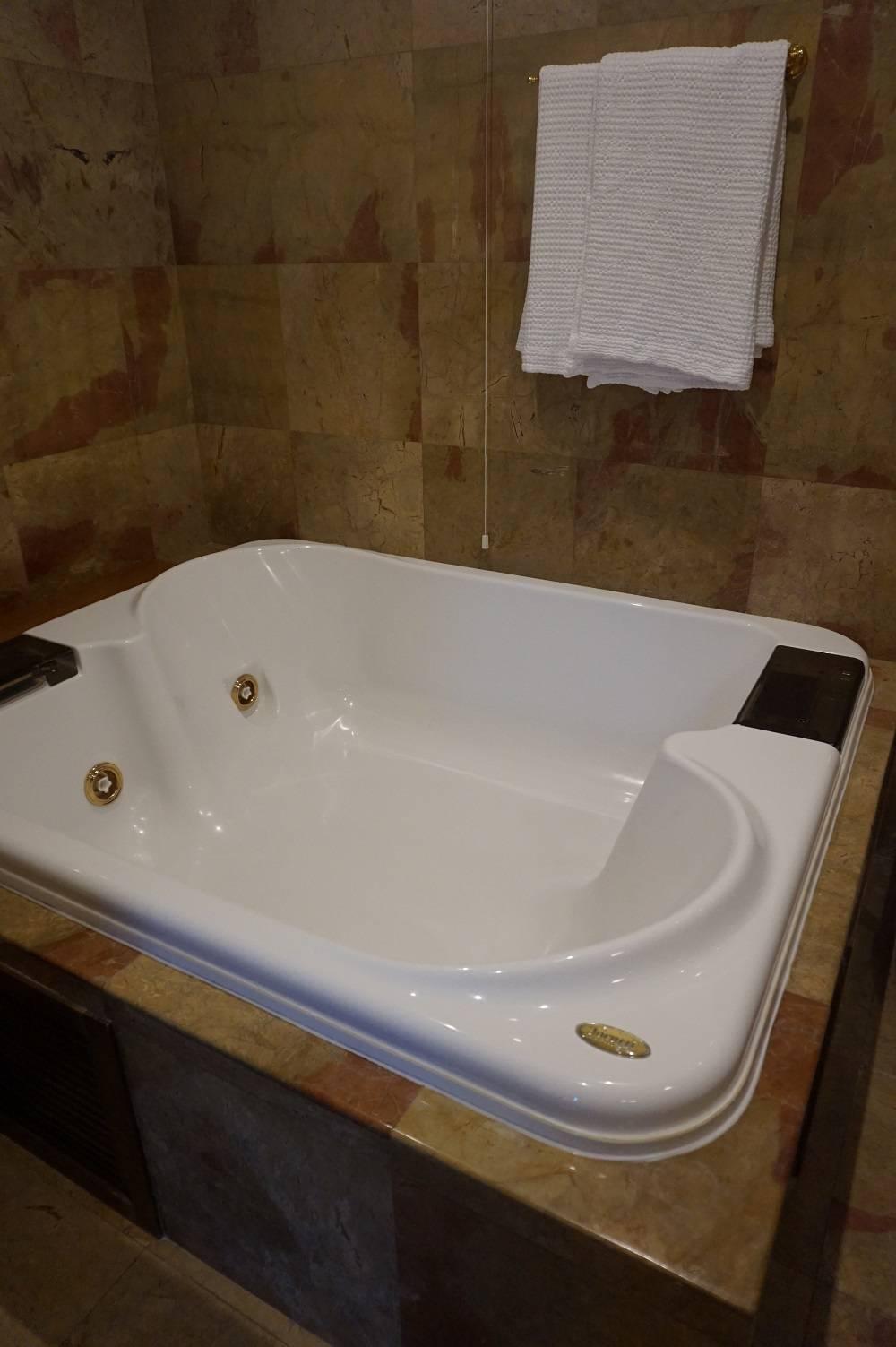 Jacuzzi bath in Palazzo Victoria