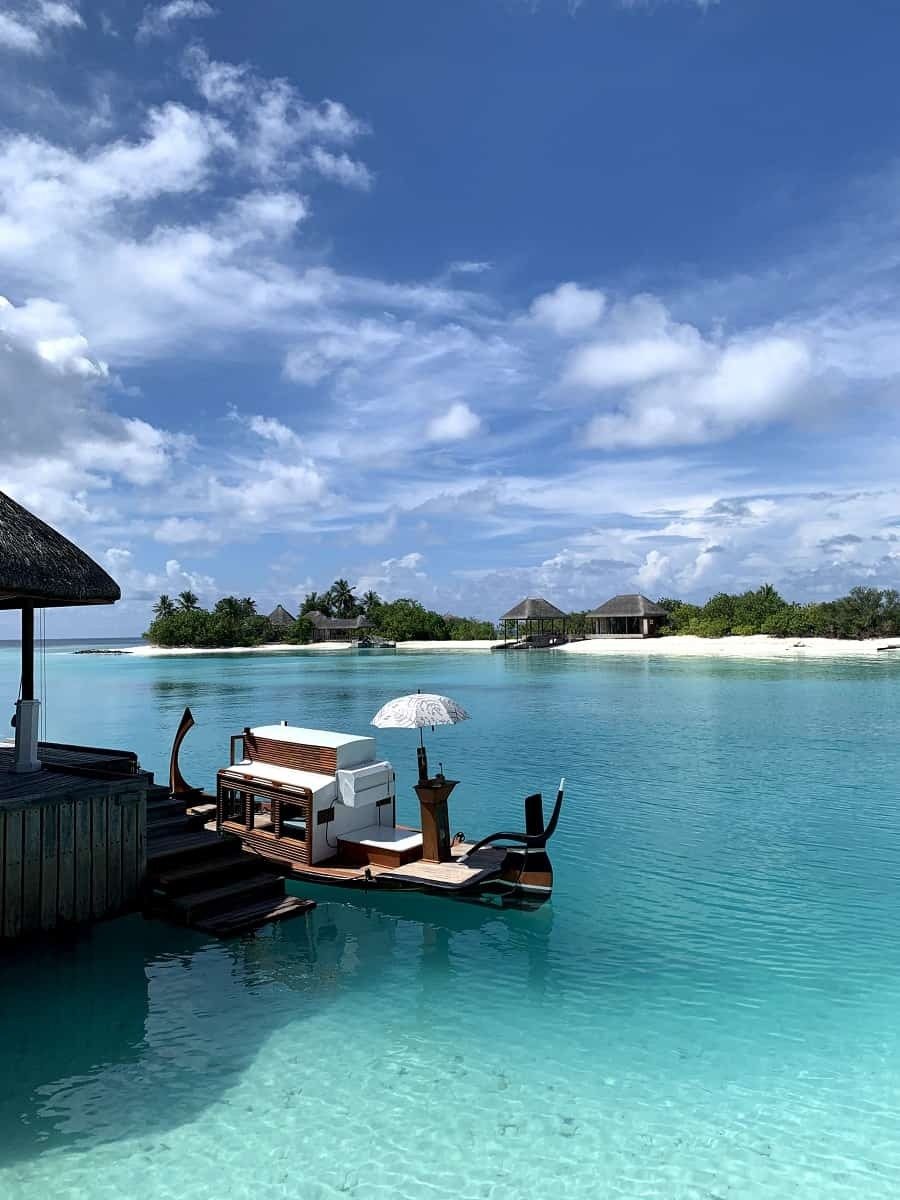 Traditional dhoni to take you to the Island Spa