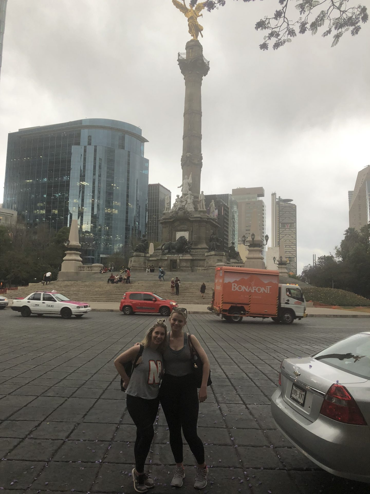 Girls in front of the Angel of Independence, Mexico City