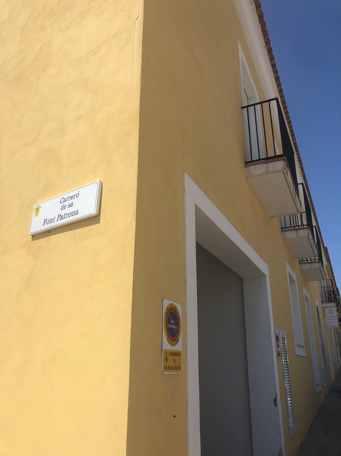 Best places to visit in Ibiza: Architecture in Santa Gertrudis, Ibiza
