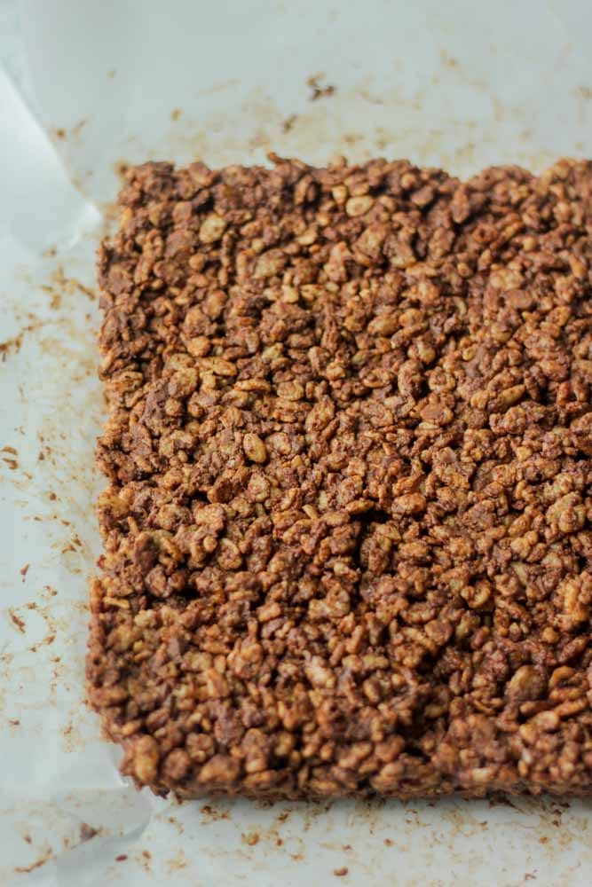 Gluten free and vegan chocolate peanut butter protein bars! You will love how easy to make this recipe is because it requires no baking. There is no refined sugar and is the best pre and post workout meal or breakfast recipe.