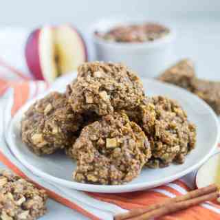 Easy to make apple cinnamon breakfast cookies! These healthy cookies are made with oats, cashew butter, apples, cinnamon and they only need one bowl! They're a healthy make ahead breakfast for sure!