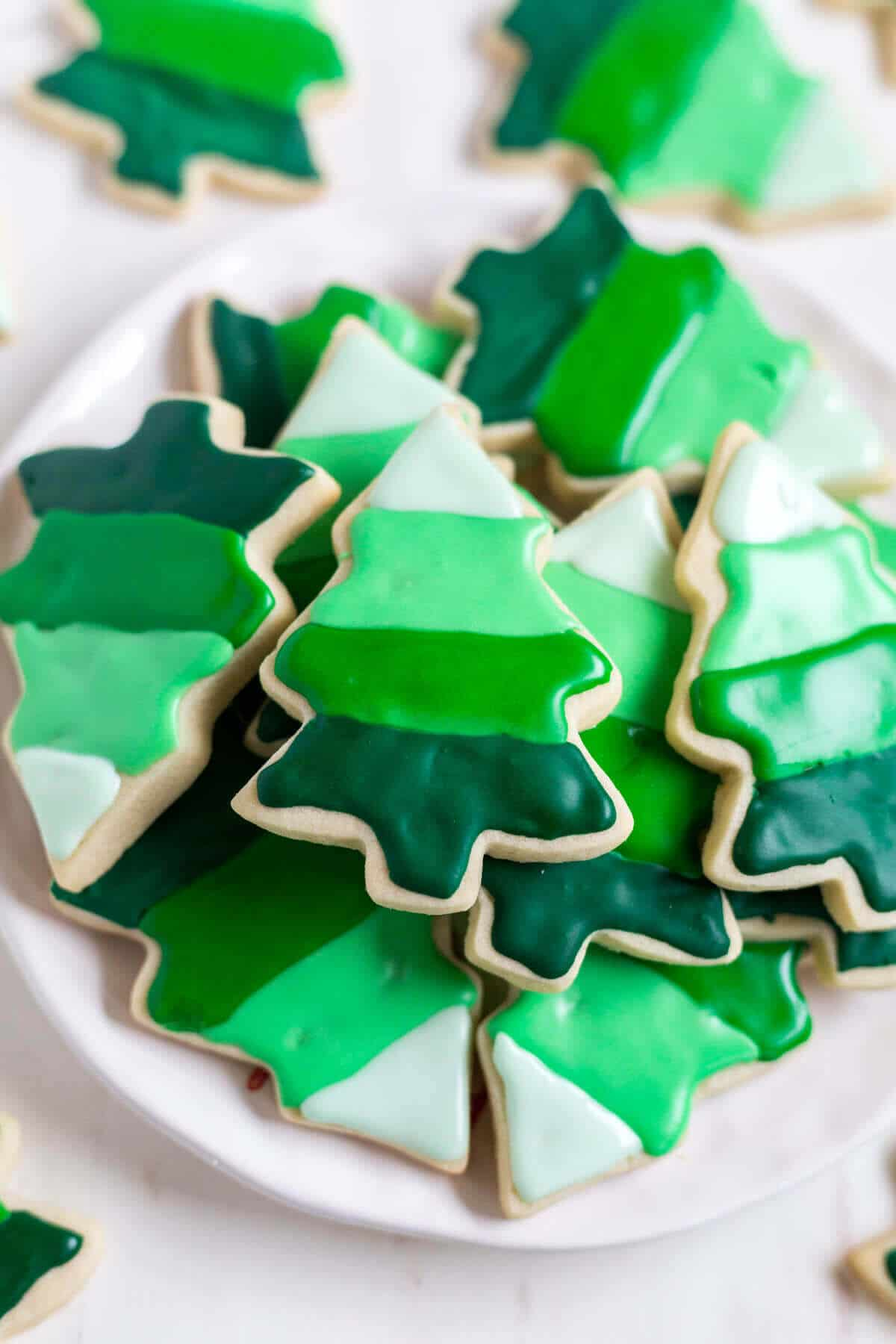 These Christmas tree cookies are decorated with 4 colors of royal icing to create an ombre effect! With different shades of green you'll get a fun, festive and impressive cookie to add to the list of Christmas cookies.