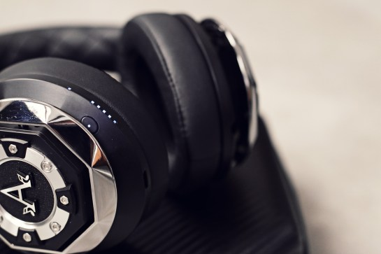 Earphones-close-up-3
