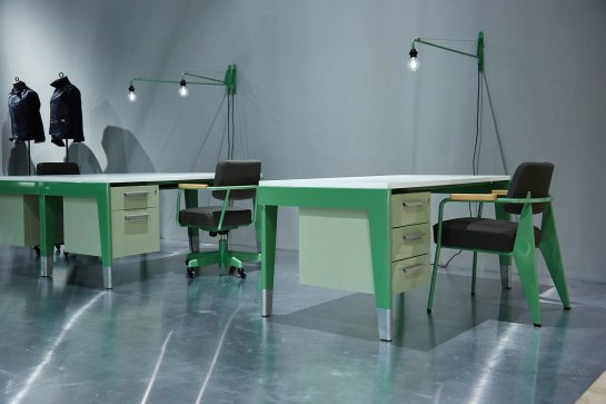 vitra-and-g-star-raws-jean-prouve-inspired-office-furniture-installation-13