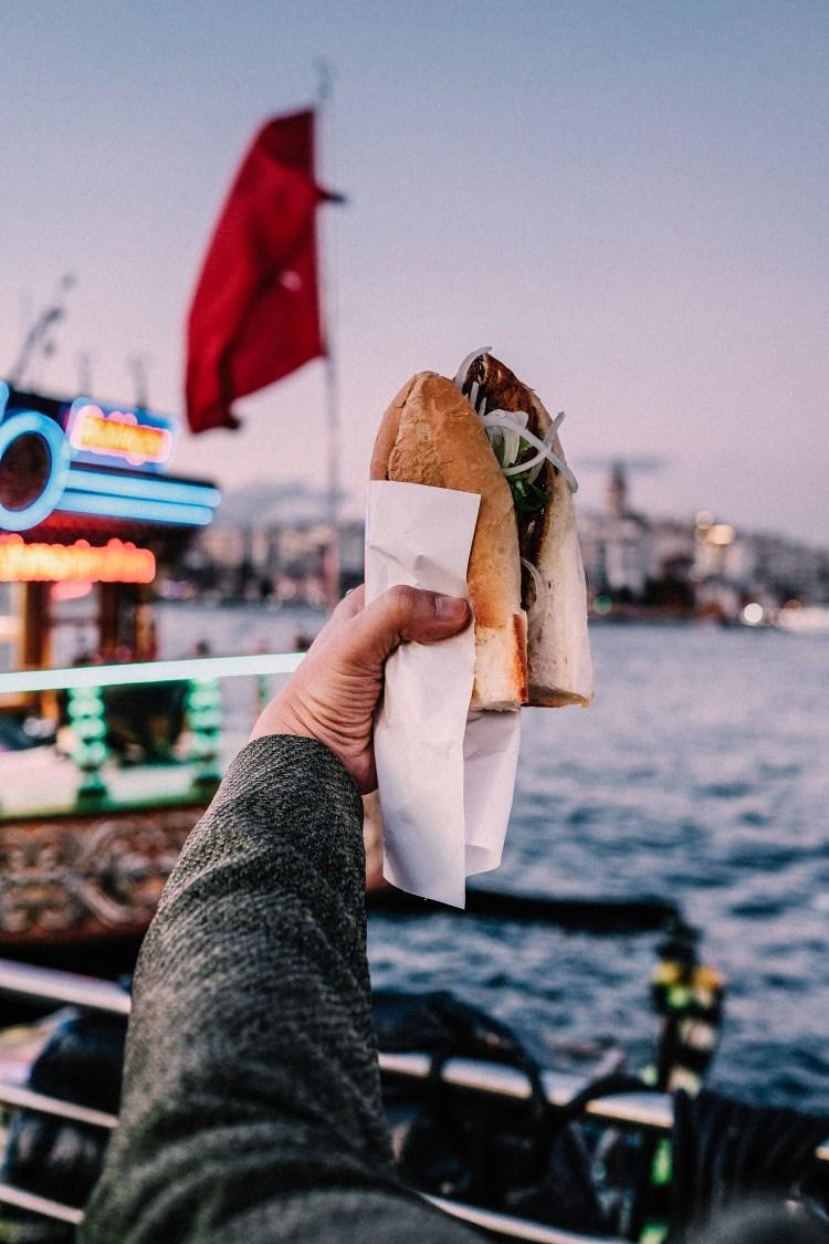 Istanbul---Eminonu-Pier-Fish-Sandwish