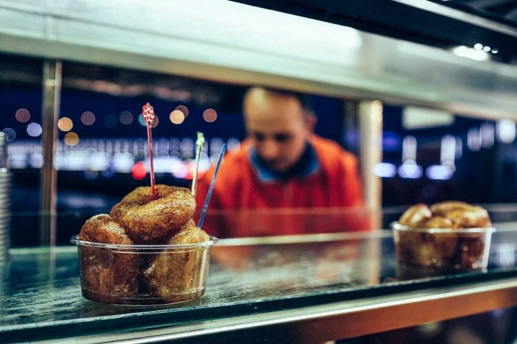 Istanbul---donuts--Lokmasi-(night)