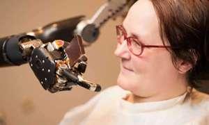 DARPA – 55-letnia kobieta potrafi kontrolować myśliwiec siłą umysłu