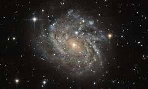 Teleskop Hubble'a zerka na zapierająca dech galaktykę