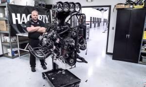 Obejrzyjcie tę 7-minutową renowację silnika o mocy 11000 koni mechanicznych