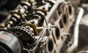 Płukanka do silnika – kiedy warto ją stosować?