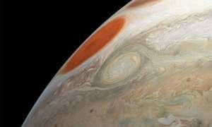 Sonda Juno uwieczniła dwie potężne burze na Jowiszu
