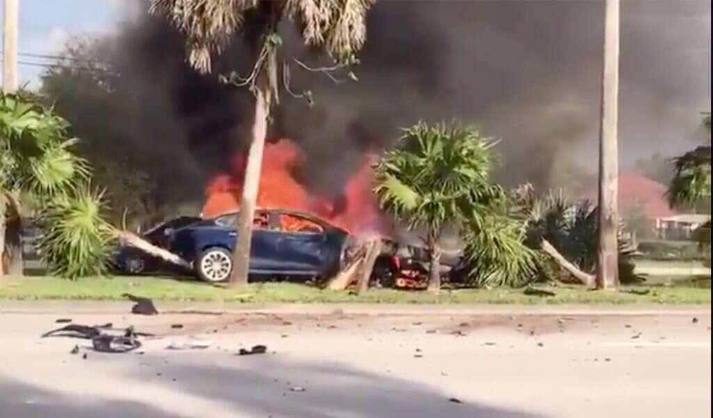 Kierowca Tesla Model S zginął w płomieniach przez wadę egzemplarza