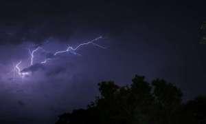 Chmura burzowa zawiera 1 miliard woltów energii elektrycznej