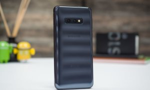 Samsung może szykować budżetowego flagowca tańszego od Galaxy S10E