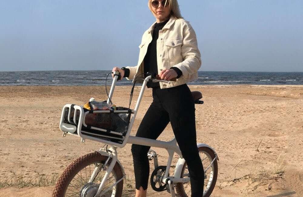 Elbi Cycles poszło na łatwiznę i umieściło baterię elektrycznego roweru Elbi w koszyku