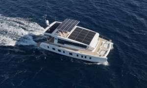 Napędzany energią słoneczną jacht Silent 55 z ulepszeniem