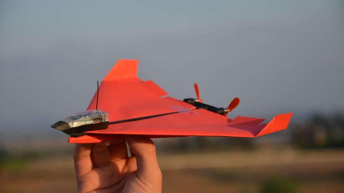 PowerUp 4.0 do papierowych samolotów z autopilotem
