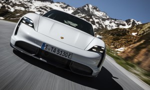 """Silniki w Porsche Taycan mogą """"rozbrzmieć""""… ale za dopłatą"""