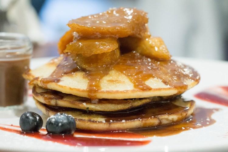 White Moose Cafe - Silver Dollar Pancakes with Caramelised Bananas & Nutella