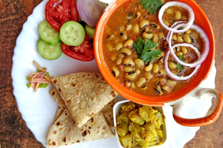 Lobia Masala - Lobia curry recipe   black eyed peas curry perfect vegetarian side dish for lunch or dinner.