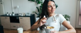 breakfast immune health: Enjoying healthy breakfast at home