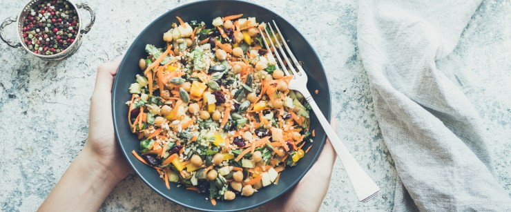 healthy sides for Memorial Day: vegan salad with chickpeas