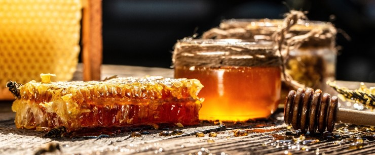 health products that come from bees: honey and honeycomb