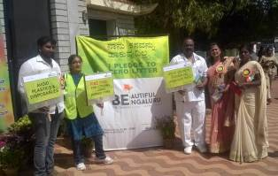 inauguration-of-republic-day-flower-show-2017-at-glass-house-lalbagh-bengaluru-mr-kuppuswamy-of-mhs-lalbagh-supporting-the-cause-of-zero-litter-at-bengaluru6