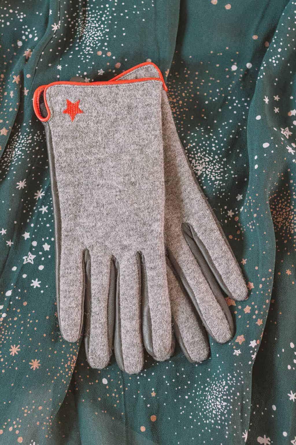 Gloves - Christmas Gift Guide 2018: Brilliant Christmas Gift Ideas For Her #whatshotblog