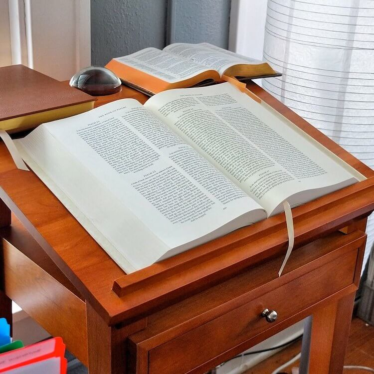 bed book holders for reading in bed