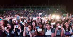 One Direction in Dubai - fans at the concert
