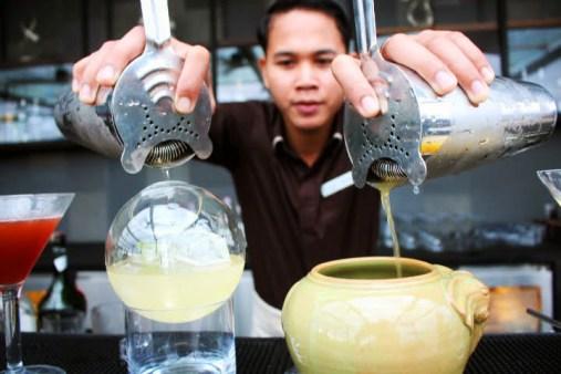 The Deck Phnom Penh cocktail waiter 3